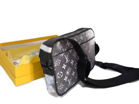 Сумка-мессенджер Alpha Louis Vuitton (Луи Виттон)